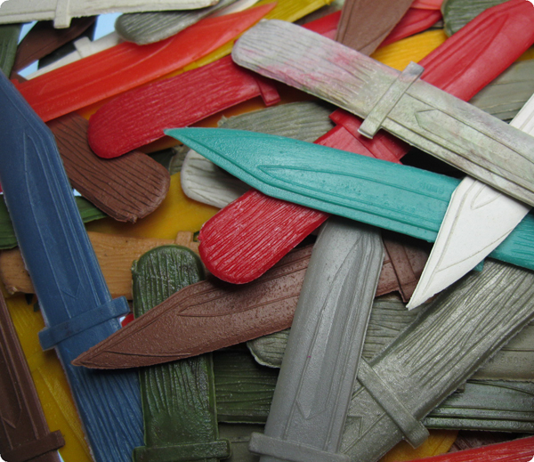 Assorted Color Vintage Plastic Knife Dagger (4) - Click Image to Close